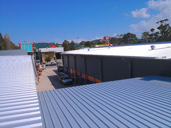Quikdeck Roofing Services Commercial and Industrial Project - Kennards Self Storage, Wollongong - ../../dc/gallery/lrg/6KSSRoof.jpg